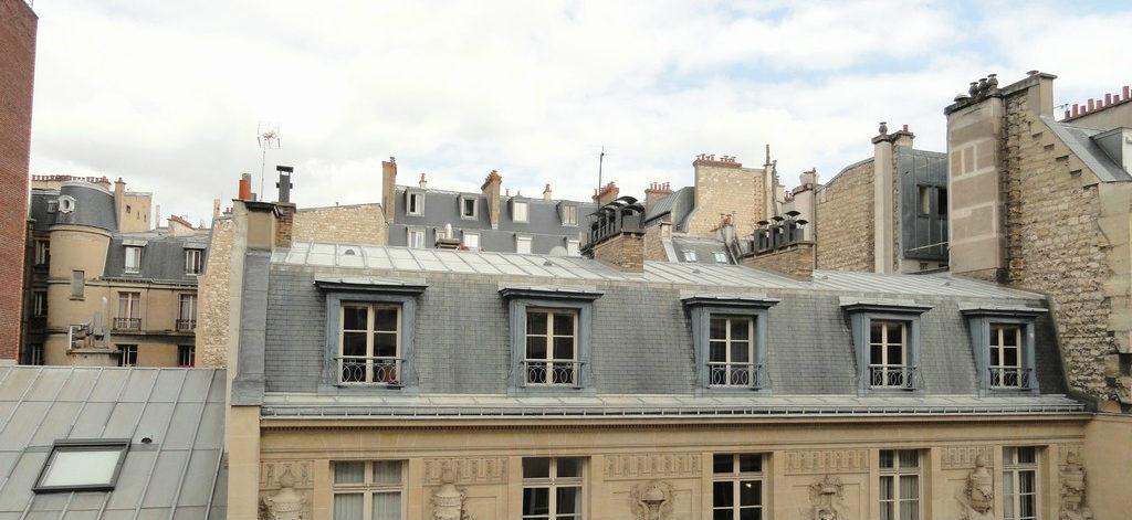 - Rue de Longchamp