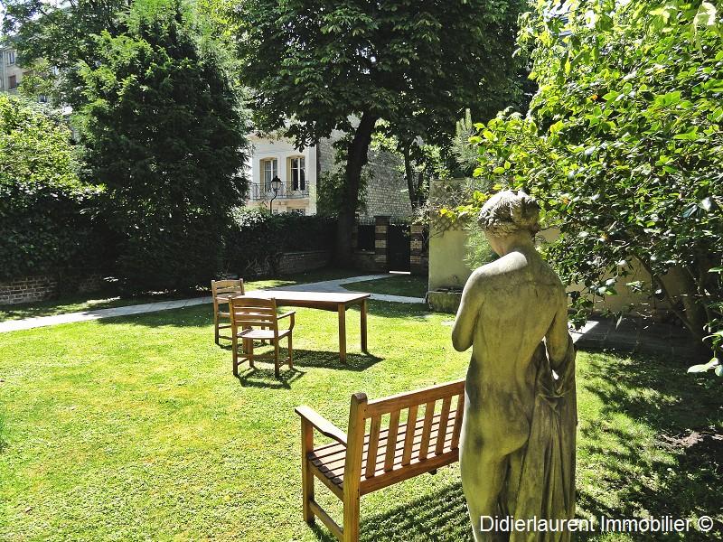 Hôtel particulier - 200m² de jardin - 16 Nord